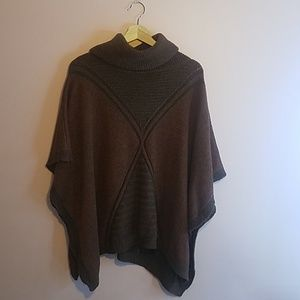 Turtleneck Flowy Brown/Red Sweater